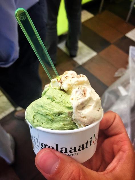 Helado de ricotta y espinacas con helado de tiramisú